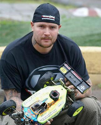 Robert Gustavsson signs for Losi