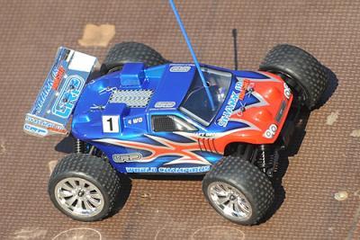 LRP Shark-18 Race MT Non-RTR